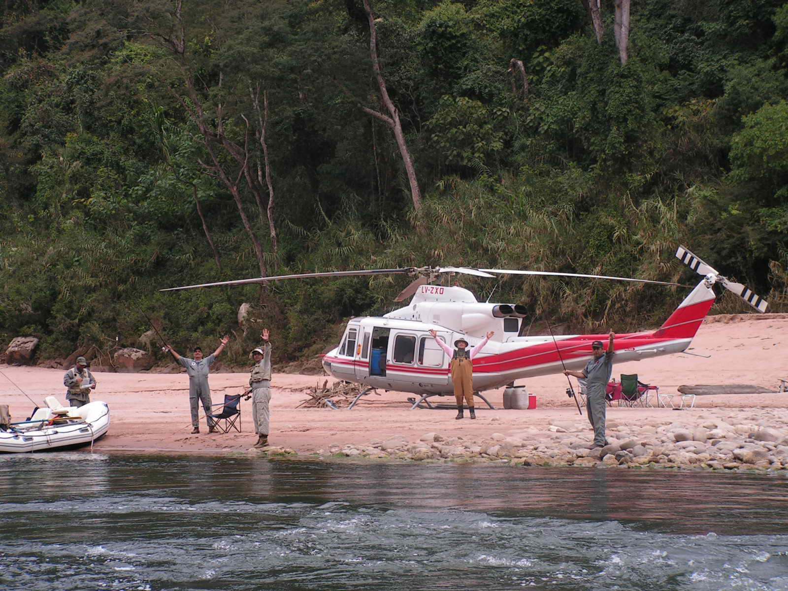 Juan Carlos Romero en viaje de pesca utilizando el helicoptero del 911