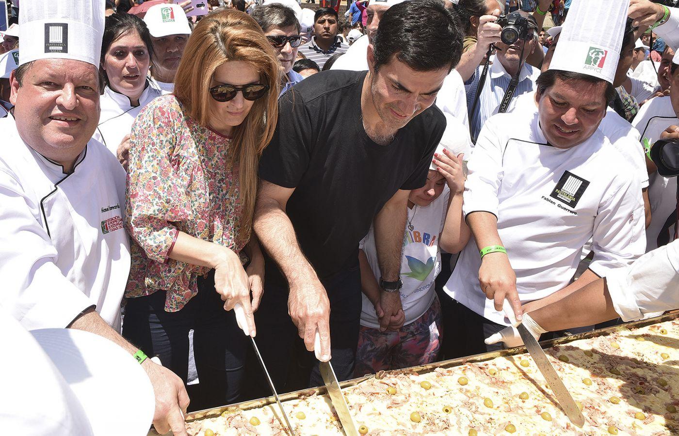 La pizza más larga del país se elaboró en Salta con fines solidarios