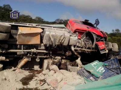 Colisión de dos automóviles deja una víctima fatal.