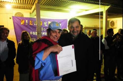 Gobierno entregó 74 escrituras a familias criollas de Santa Victoria Este