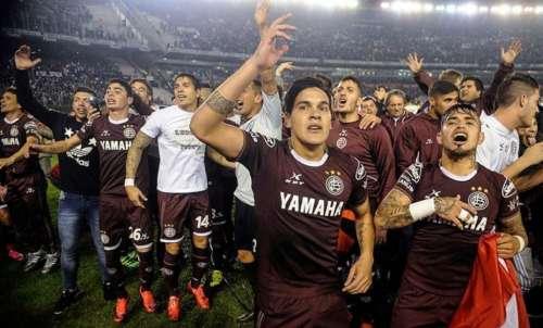 Lanús gritó campeón con una goleada histórica sobre un débil San Lorenzo