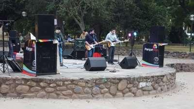 Una tarde a puro rock en el parque San Martín.