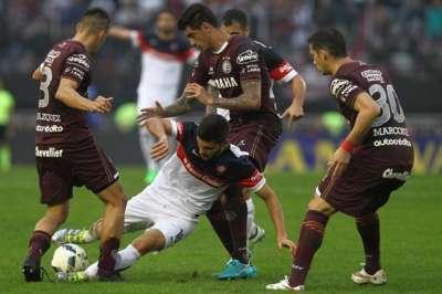 Lanús gritó campeón con una goleada a San Lorenzo.
