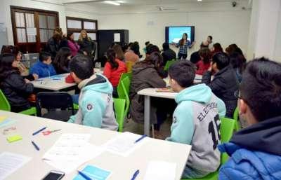 Estudiantes secundarios realizarán proyectos comunitarios con tecnologías.