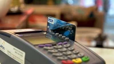 Gobierno anuncia acuerdo para bajar las comisiones de las tarjetas