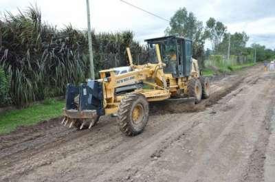 La Municipalidad continúa con trabajos de nivelación y enripiado