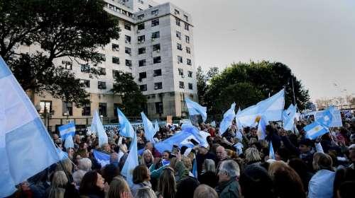 Miles de personas marcharon a Comodoro Py contra la Corrupción