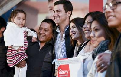 El Gobierno entregó dúplex a 96 familias de El Huaico