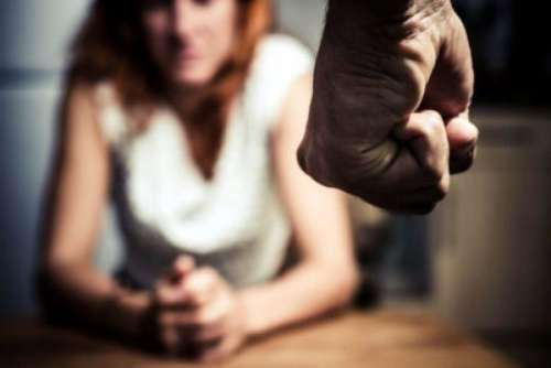 Violencia de género: fue golpeada con el bebe en sus brazos