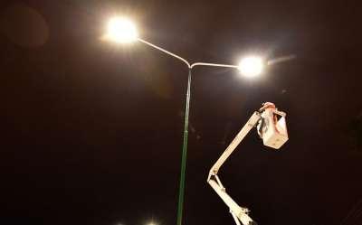 Avanza la colocación de luces de LED en las principales avenidas de la ciudad
