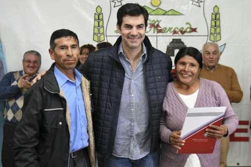 Entrega de escrituras a vecinos del barrio Güemes de La Merced
