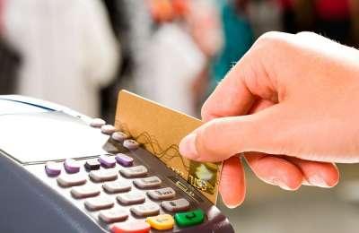Ocho denuncias promedio diarias contra tarjetas de crédito
